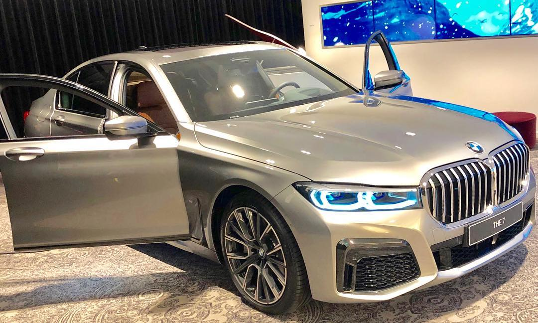 car pictures review  bmw g30 lci 2020