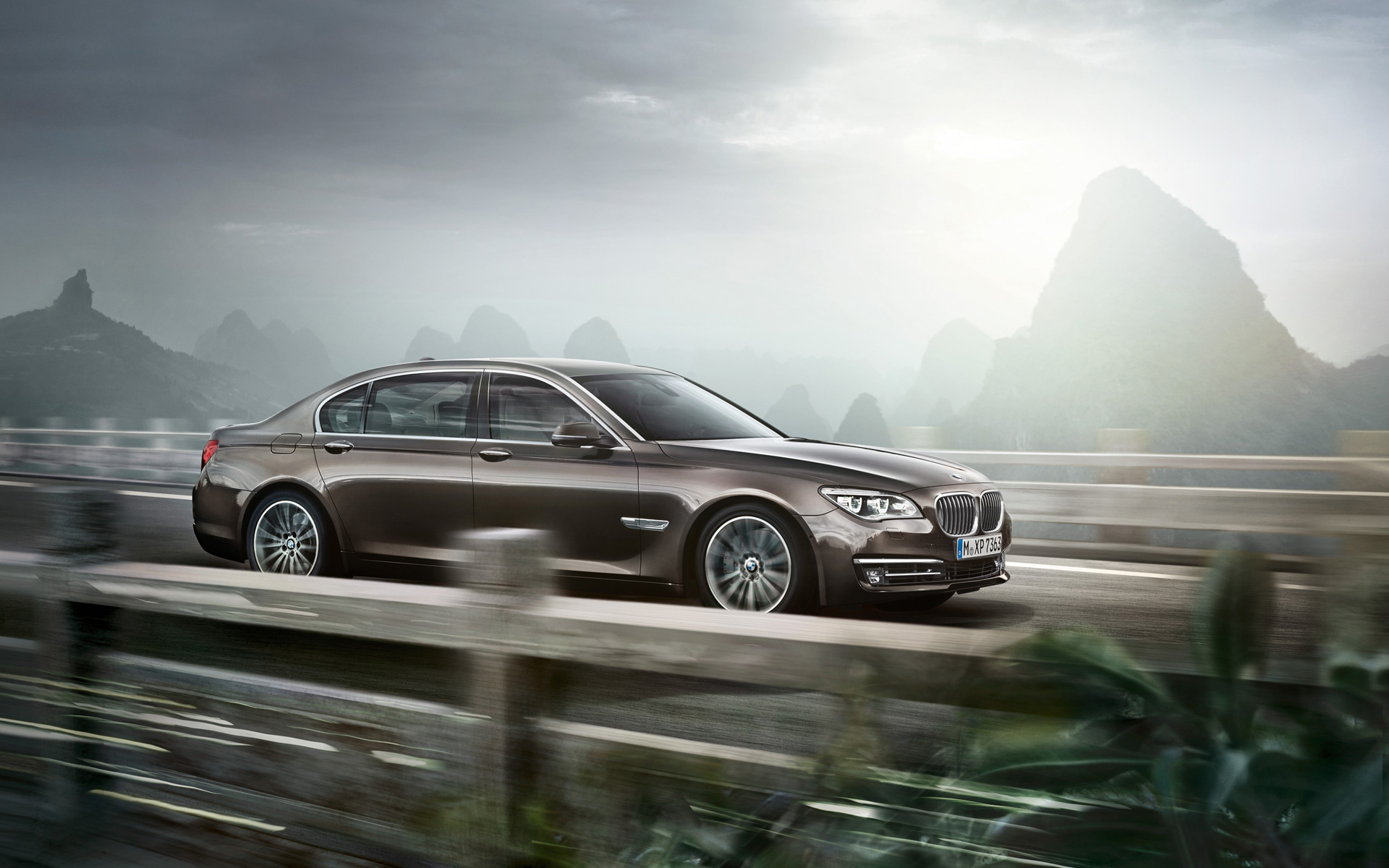 [Image: BMW-7-Series-Wallpaper-03-1920x1200.jpg]